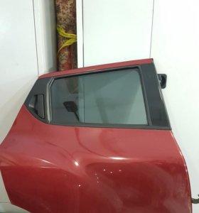 Задняя правая дверь Nissan Juke полностью в сборе.