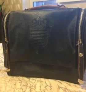 Маленькая черная женская сумка