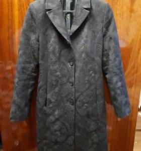 Пальто демисезонное 44-46р.