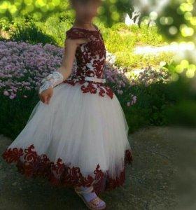 Платье нарядное на девочку 6-7 лет