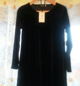 Новое расклешённое платье из сртейч бархата