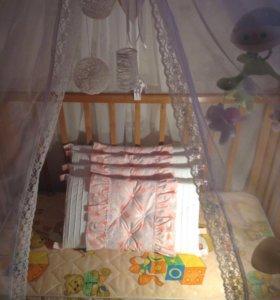 Детская кроватка с комплектом бортиков
