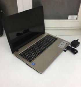 Новый ноутбук с зарядкой и сумкой
