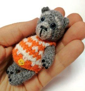 Мишка в свитере. Вязаная игрушка. Подарок