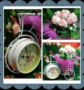 Часы двойные украшенные цветами