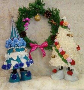 Ёлка- топотушка и венок новогодний