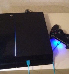 PlayStation 4 + четыре игры+джойстик + докстанция
