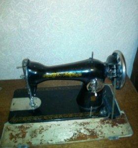 Ножная швейная машинка Зингер семейного класса А.