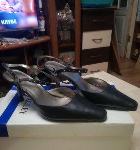 Туфли женские кожаные 36 размер новые
