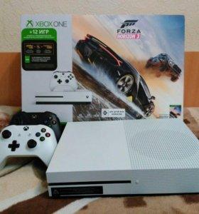 Xbox ONE S + 2 джойстика + топовые игры