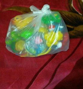Первые игрушки для малышей