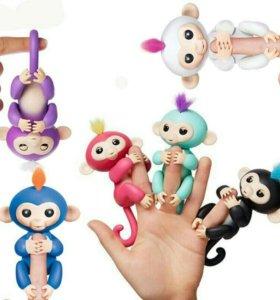 Веселые обезьянки Fingerlings Baby Monkey