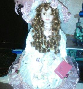 Продам подарочную Фарфоровую куклу