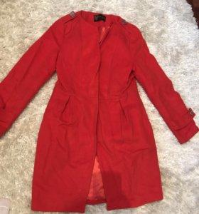Пальто женское красное демисезонное