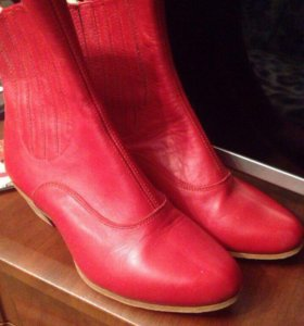 Красные новые сапоги