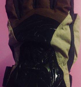 Перчатки для сноуборда с защитой запястья