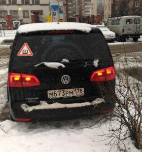 Машина Volkswagen Touran 2011 года