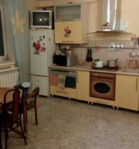 Кухня, варочная панель, жарочный шкаф, вытяжка.