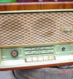 Радиоприемник Минск-61 радиола СССР старинный