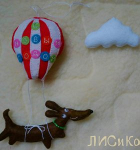 """Елочная игрушка """"Собачка на воздушном шаре"""""""