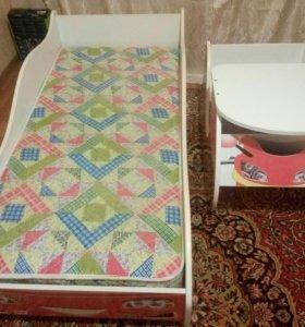 Детская кровать + стол + матрас.