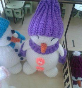 Вязаная игрушка - снеговик(девочка)