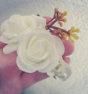 Заколка с розами