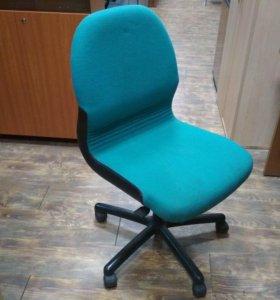 Кресло компьютерное для персонала б/у см12063