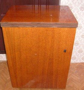 """Кабинетная швейная машинка """"Подольск-142""""."""