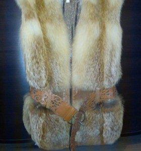 Меховая жилетка из лисы