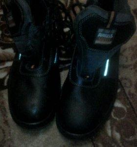 Ботинки с железным носом