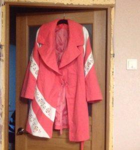 Пальто новое кашемир кремовое 46р
