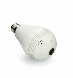 Лампа камера видеоналюдения охраняет дом