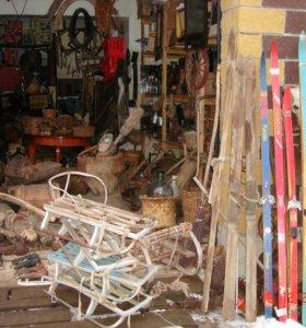 Старинные лыжи, лыжные палки, коньки, санки СССР