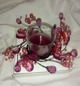 Красивая свеча в подарочной упаковке