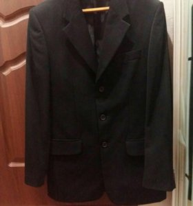 Продам классический черный костюм
