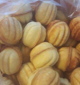 Печенье орешки домашние со сгущенкой варёной.