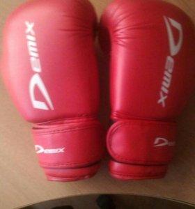 Боксерские перчатки Demix 6 oz