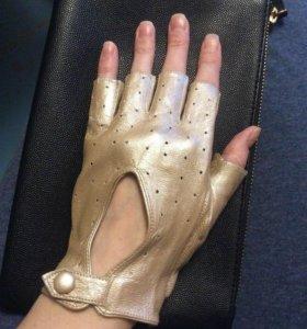 Кожаные перчатки-митенки