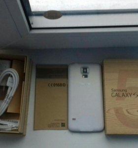 Samsung Galaxy S5 белоснежный. Полный комплект