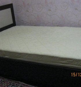 Кровать с матрацем полуторка
