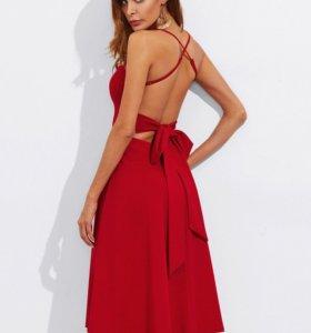 Платье с поясом.