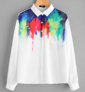 Блуза с принтом и карманами.