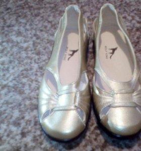 Новые открытые туфли