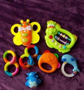 Игрушки - погремушки, музыкальные игрушки 0+