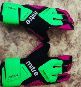 Вратарские перчатки Mitre BRZ Pro buha SR
