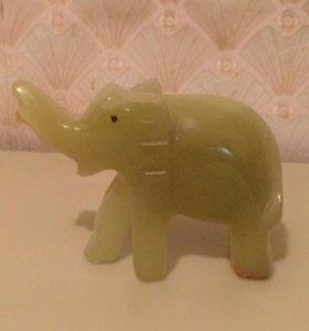 Фигурка слоника из оникса