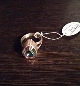 Серебряное кольцо с меджик топазом