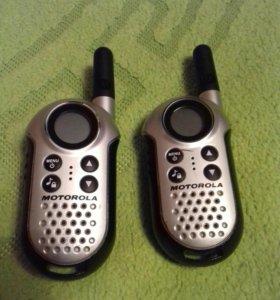 Две радиостанции Motorola TLKKR T4
