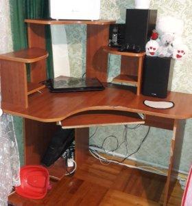 Продам,компьютерный стол